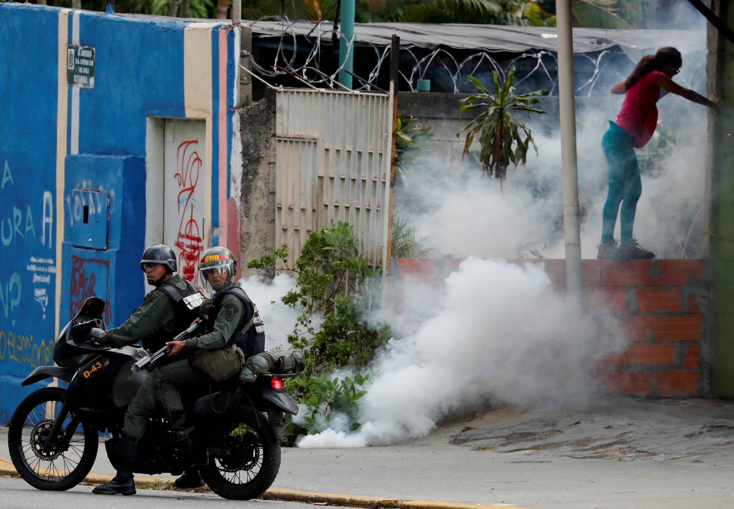جانب من العنف فى فنزويلا (12)