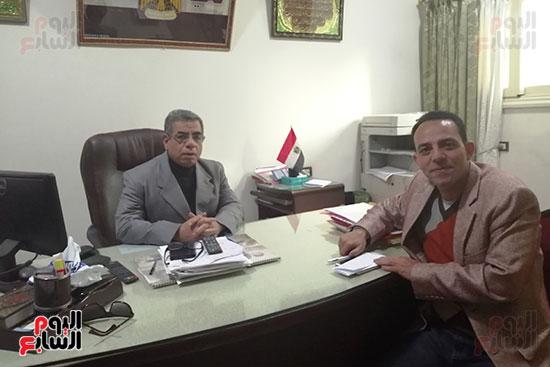 جمال-فتحى-مدير-جمعية-الشابات-مع-محرر-اليوم-السابع
