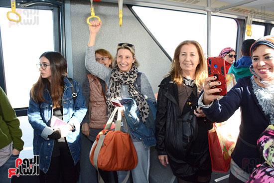 وصول أول رحلة إلى مطار سفنكس قادمة من أسوان (3)
