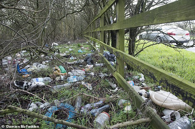 8999176-6634205-Bottles_are_strewn_by_the_roadside_near_Rugby_Warwickshire_This_-a-5_1548487406087