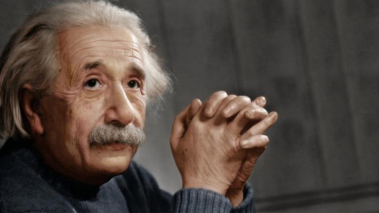 أينشتاين.