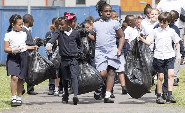 8998254-6633687-Pupils_from_St_Luke_s_School_in_Newham_East_London_took_part_in_-a-26_1548464755491