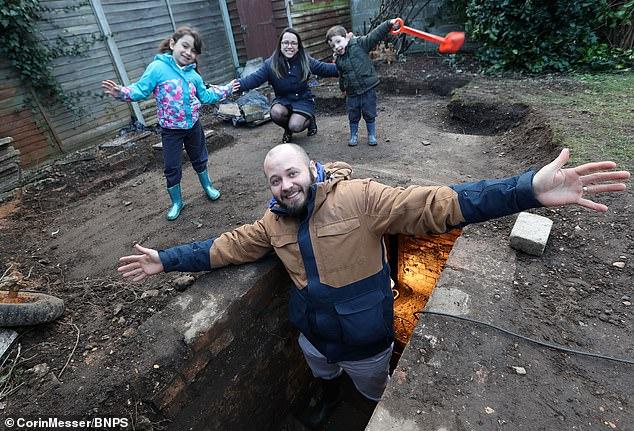 أسرة بريطانية تعثر على مخبأ (1)