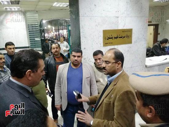 مدير أمن سوهاج والسكرتير العام للمحافظة يتفقدان حالة المصابين بالتسمم (3)