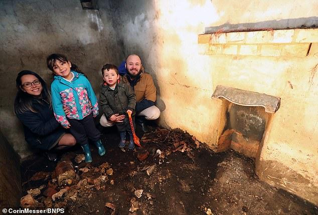 أسرة بريطانية تعثر على مخبأ (3)