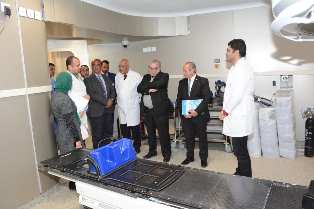 وفد منظمة الصحة العالمية بمصر يدعمون مرضي السرطان بالصعيد  (3)