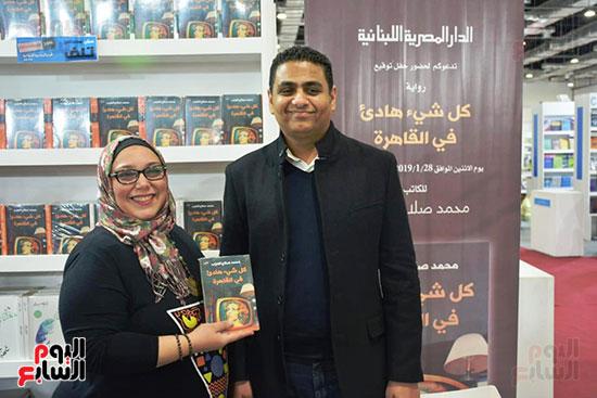 محمد صلاح العزب يوقع رواية كل شىء هادئ فى القاهرة (5)