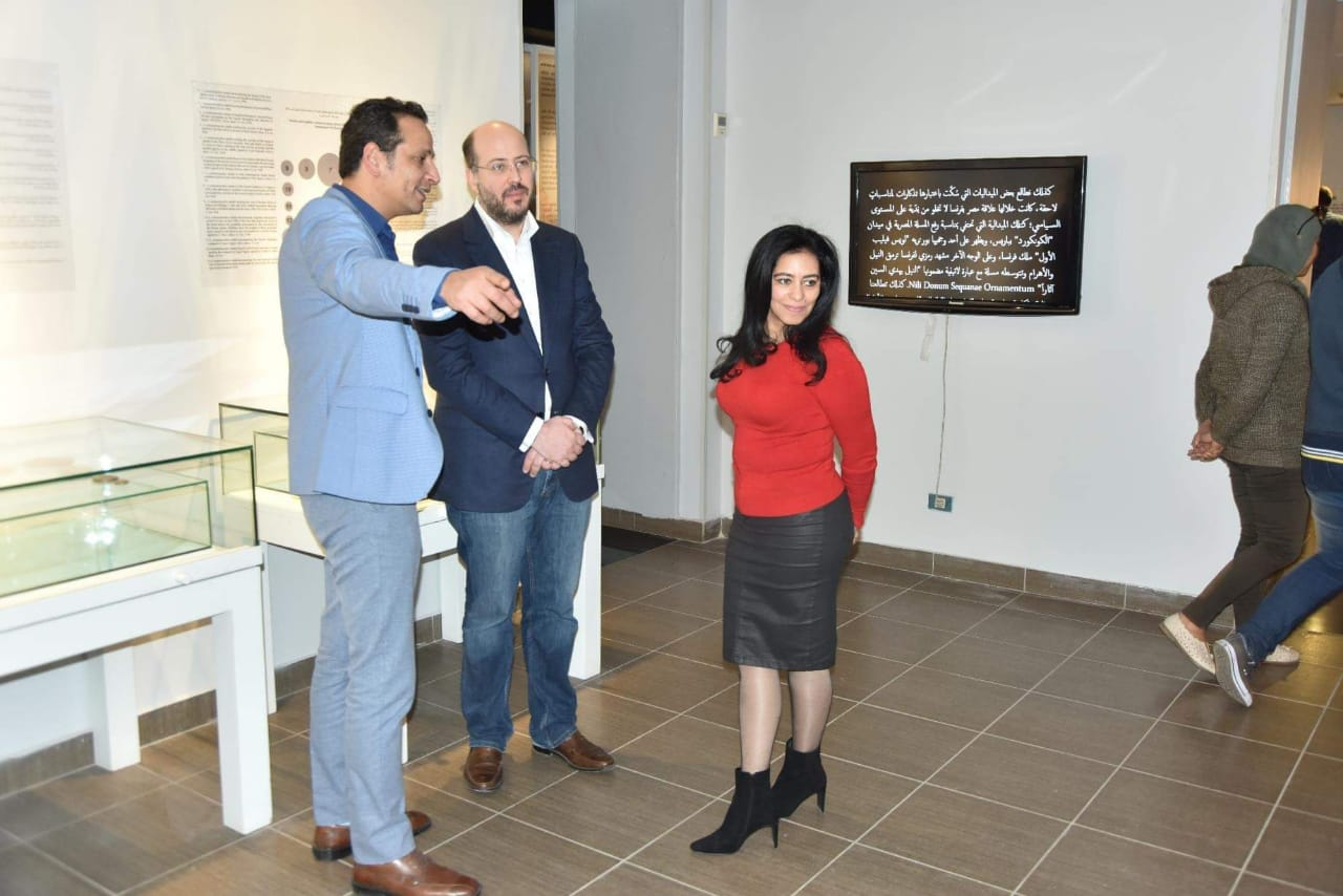 الأمير محمد على خلال زيارته لمجمع الفنون (3)