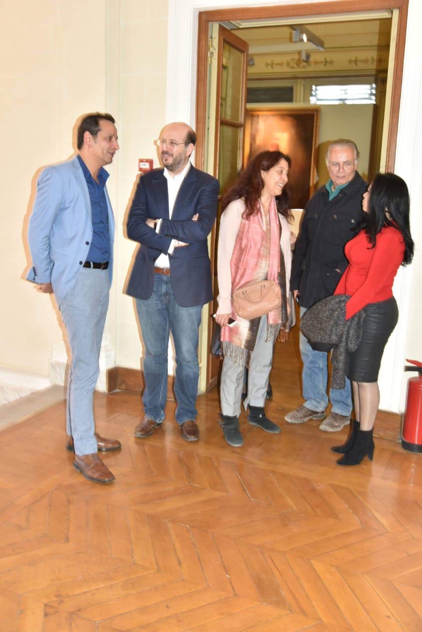 الأمير محمد على خلال زيارته لمجمع الفنون (1)