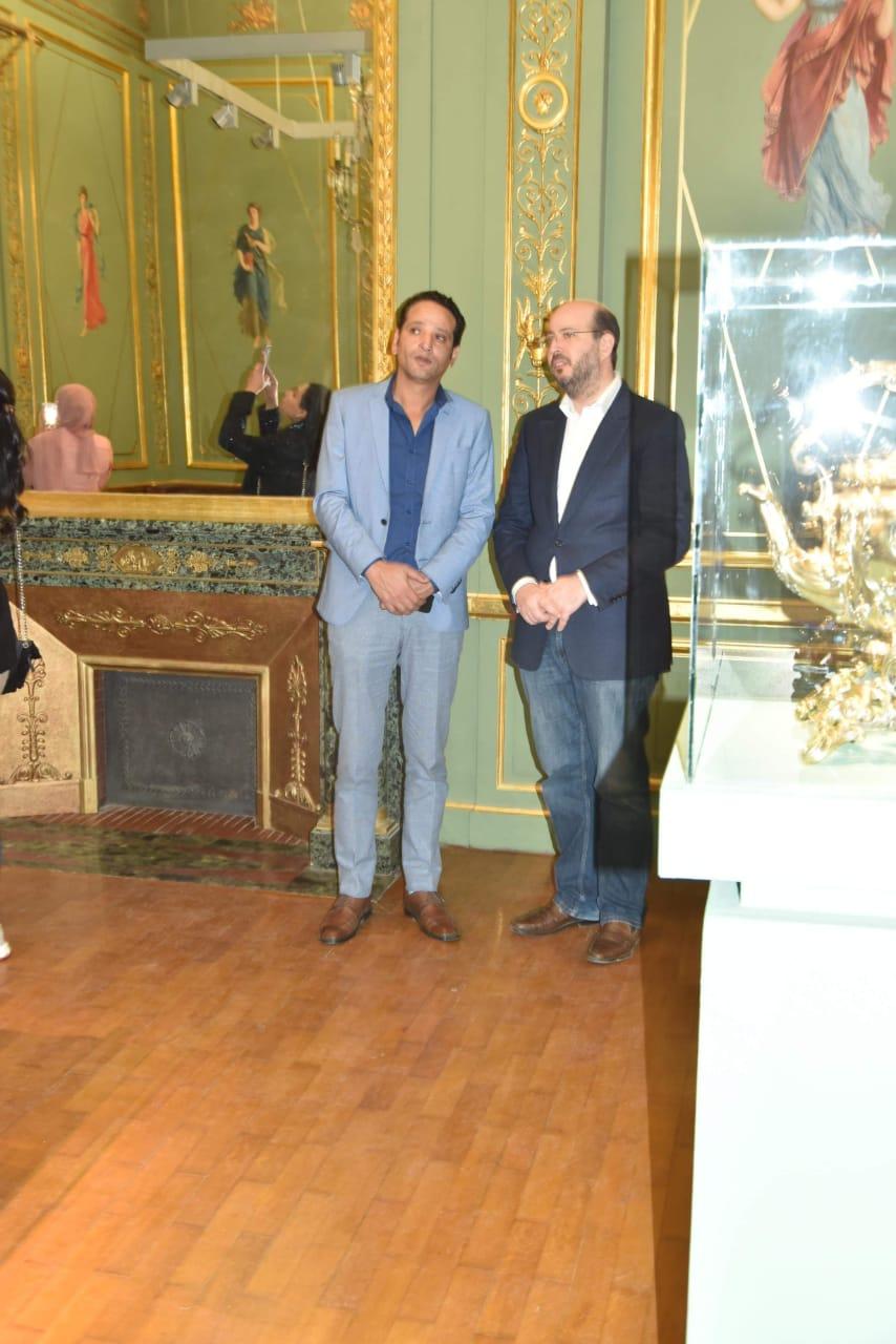 الأمير محمد على خلال زيارته لمجمع الفنون (10)