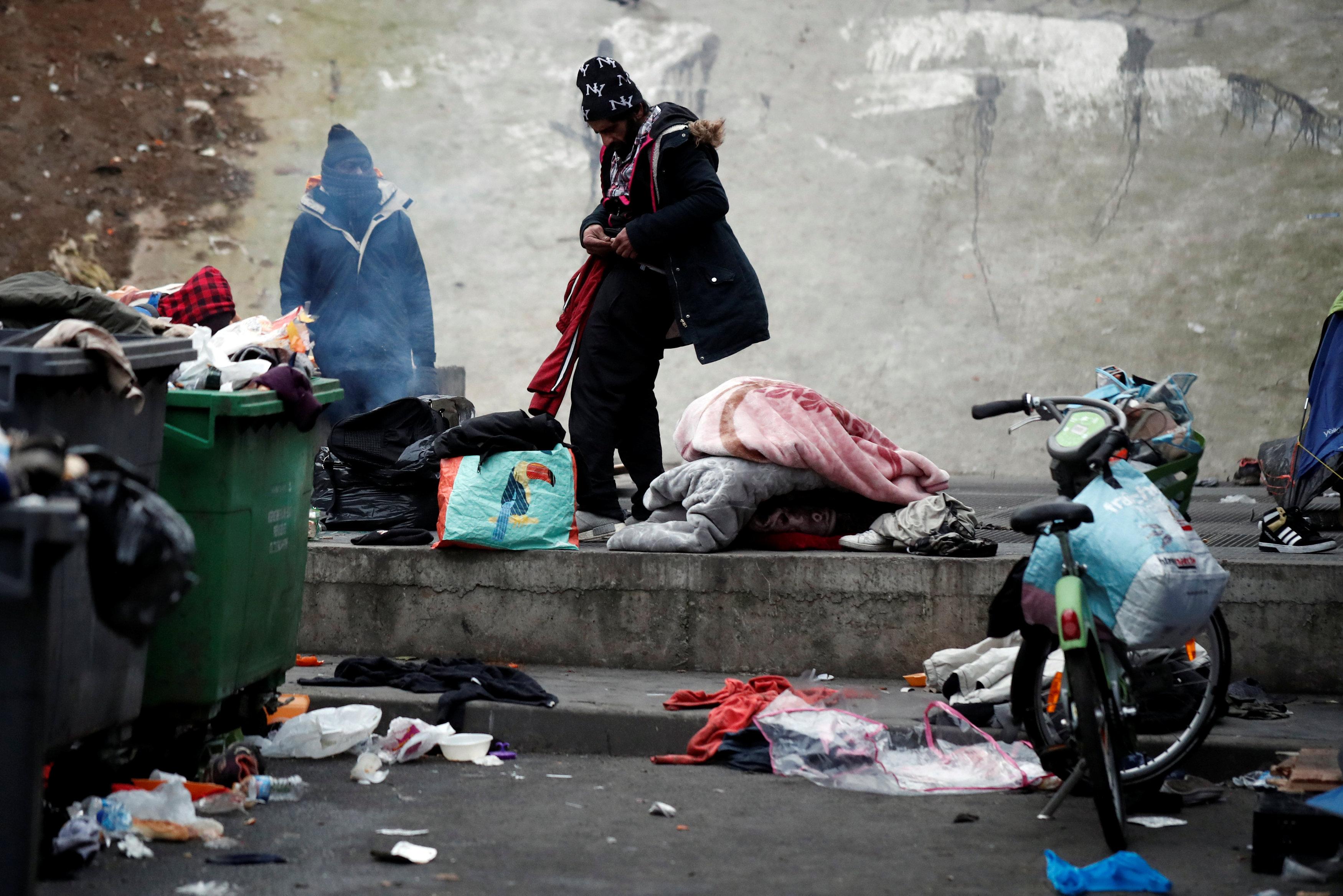 مخلفات اللاجئين تشوه صورة الشارع الباريسى