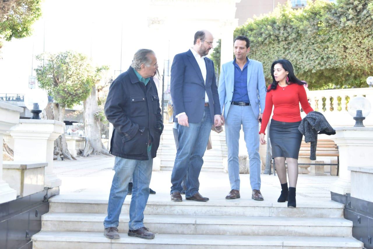 الأمير محمد على خلال زيارته لمجمع الفنون (7)