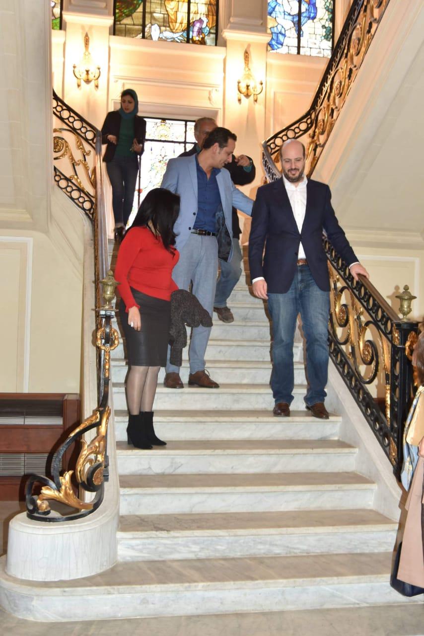 الأمير محمد على خلال زيارته لمجمع الفنون (6)