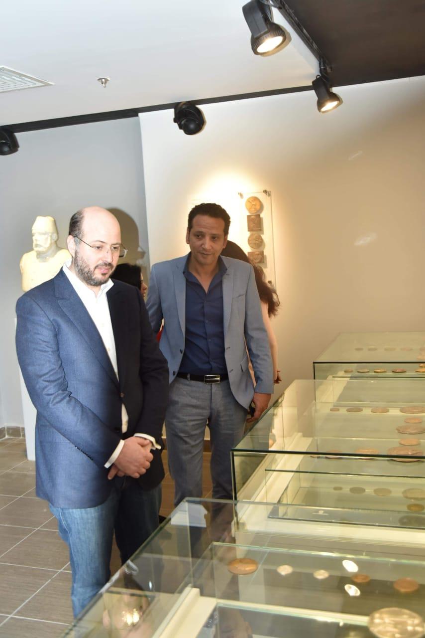 الأمير محمد على خلال زيارته لمجمع الفنون (5)