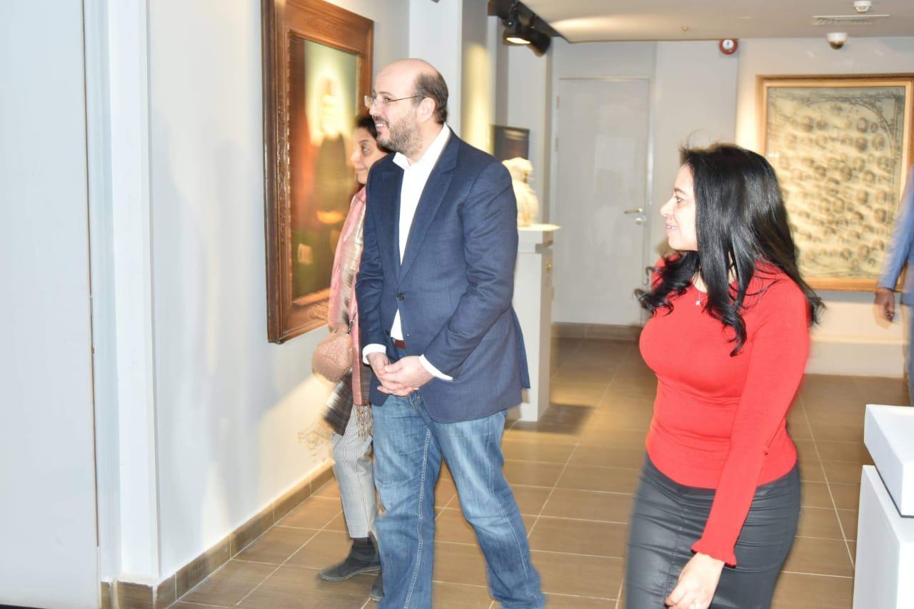الأمير محمد على خلال زيارته لمجمع الفنون (9)