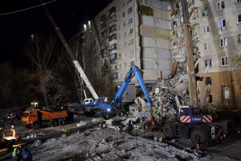 انهيار بناية سكنية جراء انفجار للغاز بروسيا (11)