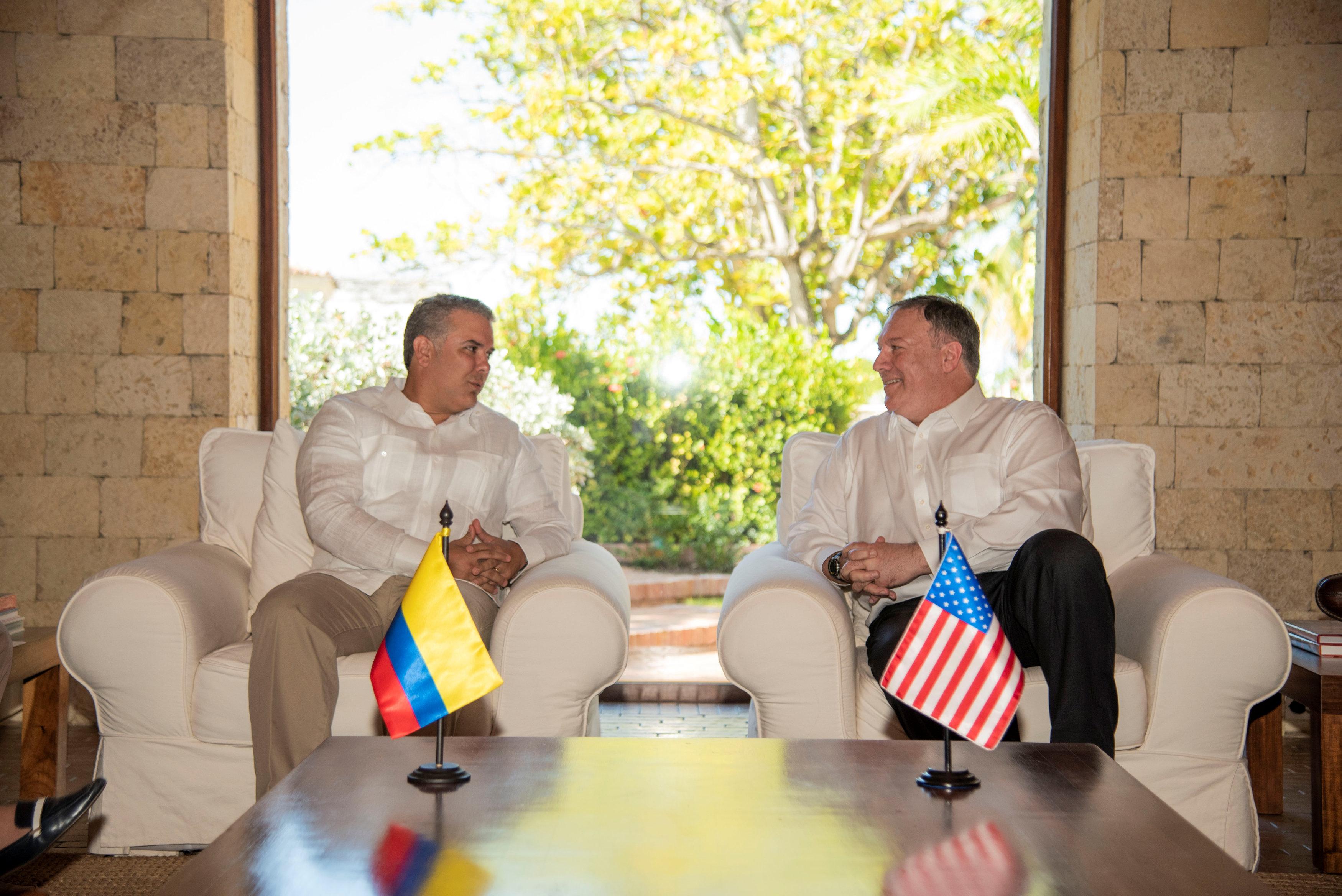 أمريكا وكولومبيا تتفقان على فرض عزلة دبلوماسية  (2)