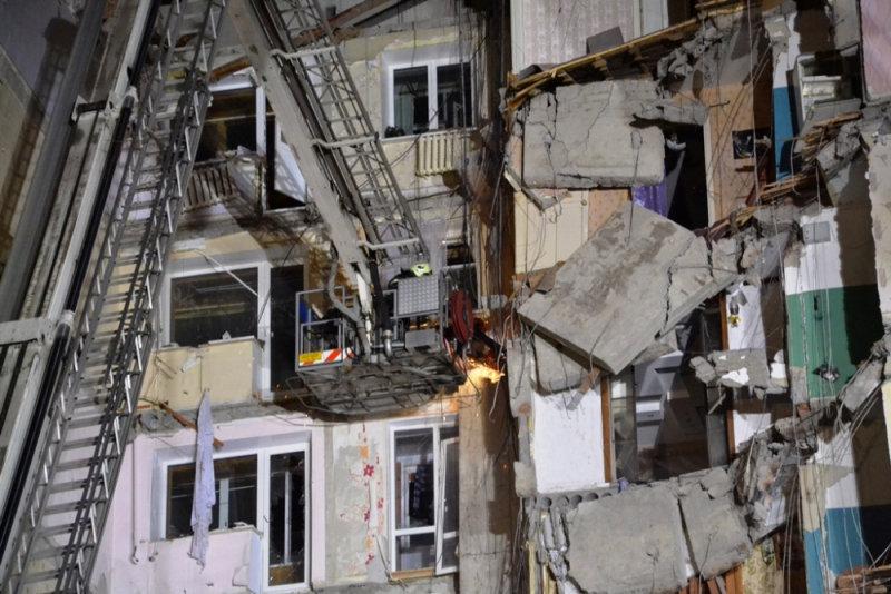 انهيار بناية سكنية جراء انفجار للغاز بروسيا (3)