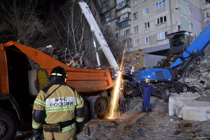 انهيار بناية سكنية جراء انفجار للغاز بروسيا (12)
