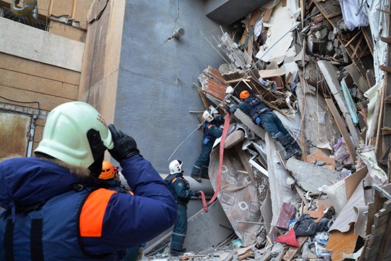 انهيار بناية سكنية جراء انفجار للغاز بروسيا (5)