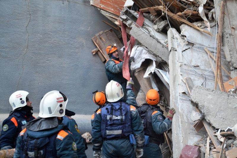 انهيار بناية سكنية جراء انفجار للغاز بروسيا (4)
