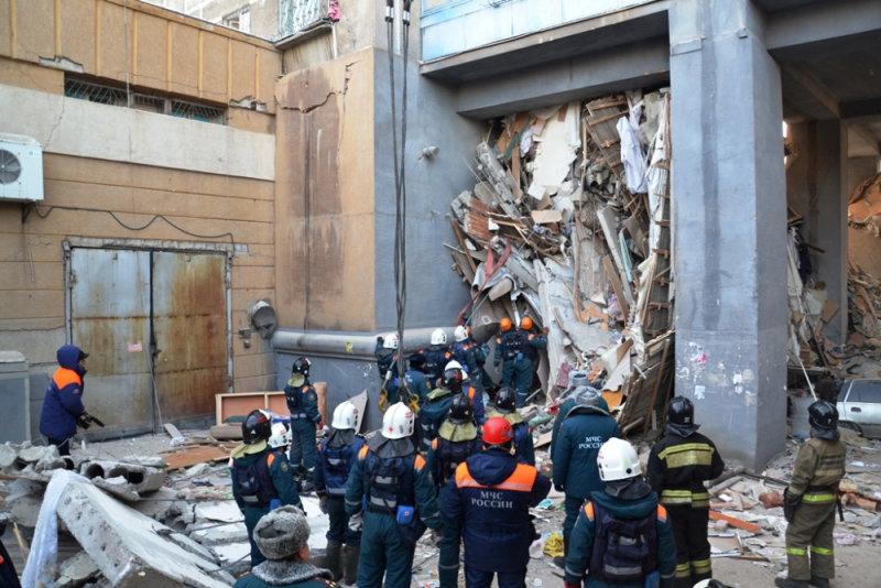 انهيار بناية سكنية جراء انفجار للغاز بروسيا (6)