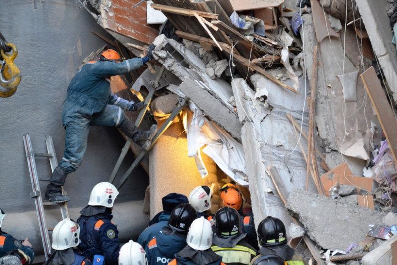 انهيار بناية سكنية جراء انفجار للغاز بروسيا (7)