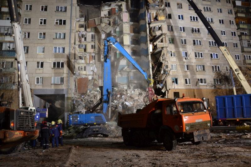 انهيار بناية سكنية جراء انفجار للغاز بروسيا (13)