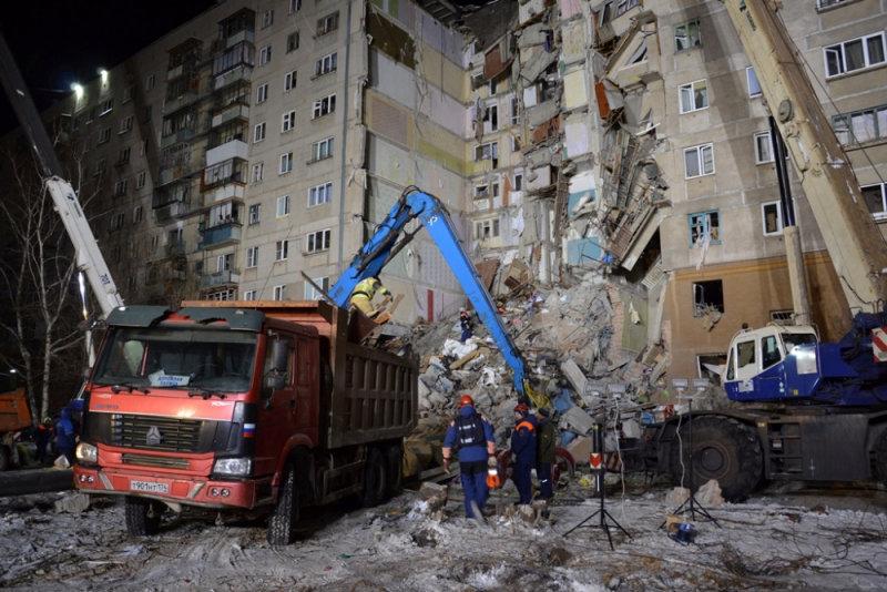 انهيار بناية سكنية جراء انفجار للغاز بروسيا (10)