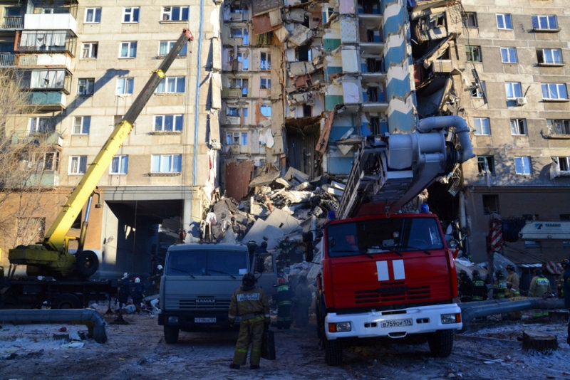 انهيار بناية سكنية جراء انفجار للغاز بروسيا (14)