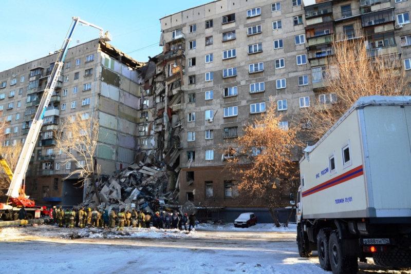 انهيار بناية سكنية جراء انفجار للغاز بروسيا (9)