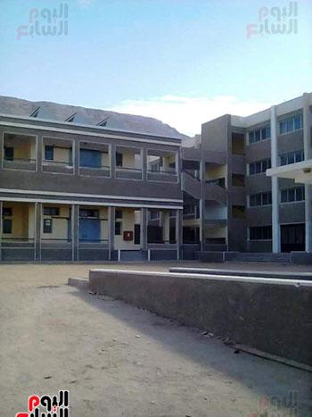 مدرسة مهجورة منذ 15 عاما (19)