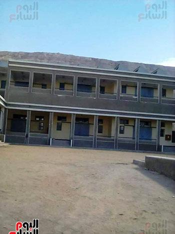 مدرسة مهجورة منذ 15 عاما (14)