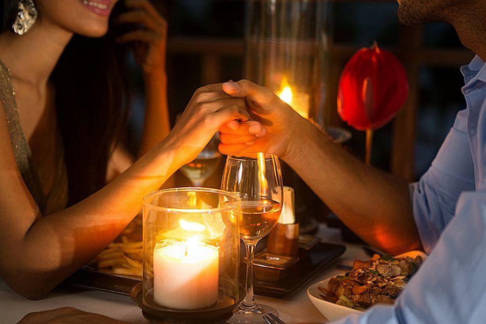 العشاء على ضوء الشموع
