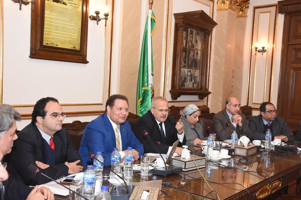 الدكتور محمد عثمان الخشت رئيس جامعة القاهرة أثناء الاجتماع (3)