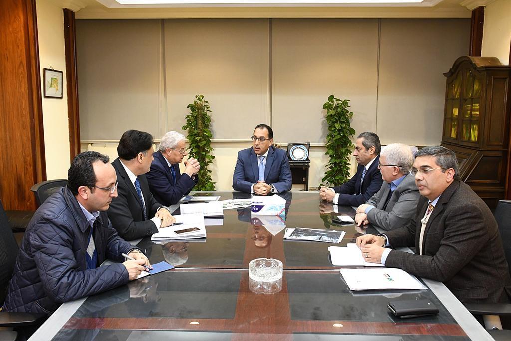 رئيس الوزراء يبحث مع مسئولى المقاولون العرب - السويدي إليكتريك إنشاء سد روفيجى (1)