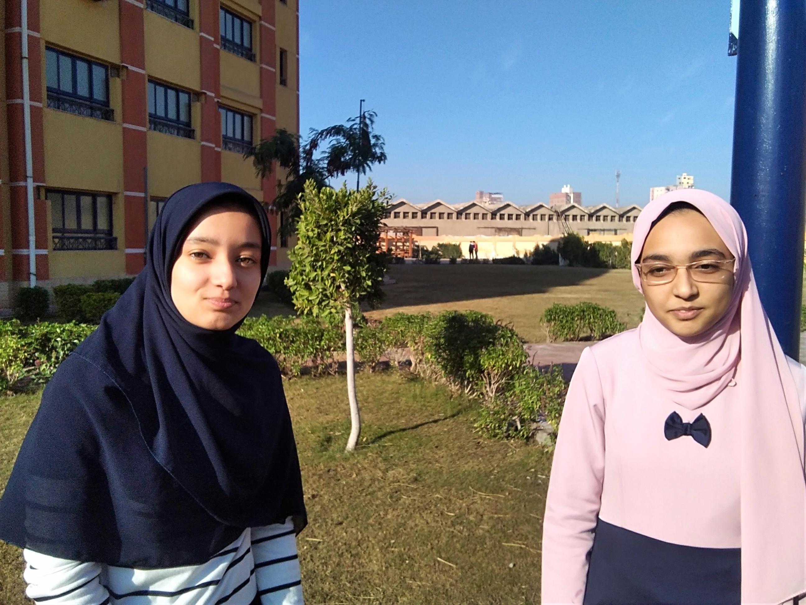 الطالبتان