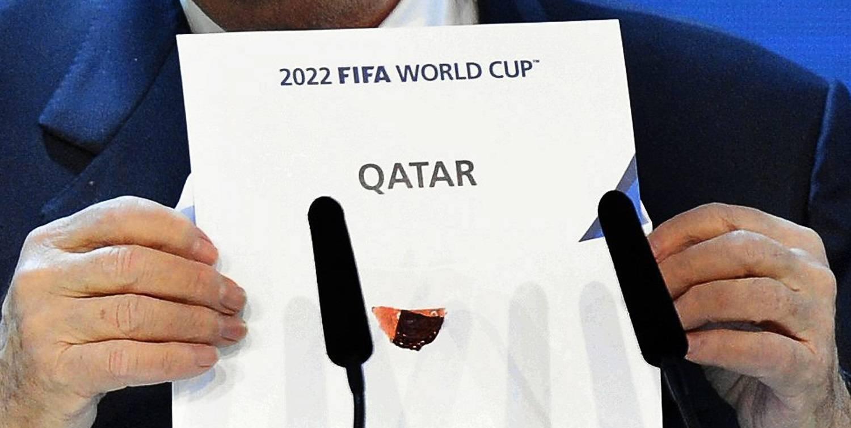 بلاتر يعلن اختيار قطر لتنظيم المونديال