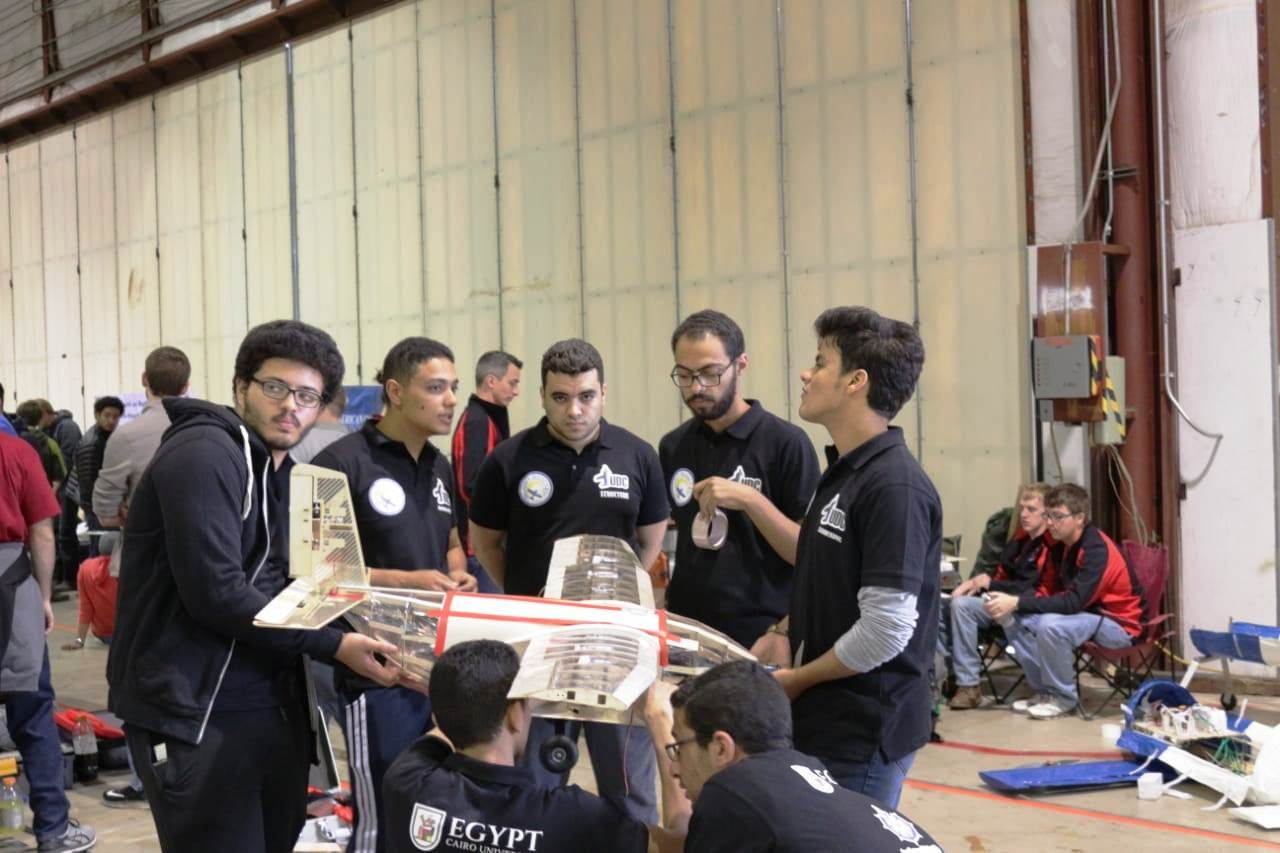 طلاب هندسة القاهرة فريق قسم الطيران والفضاء (6)