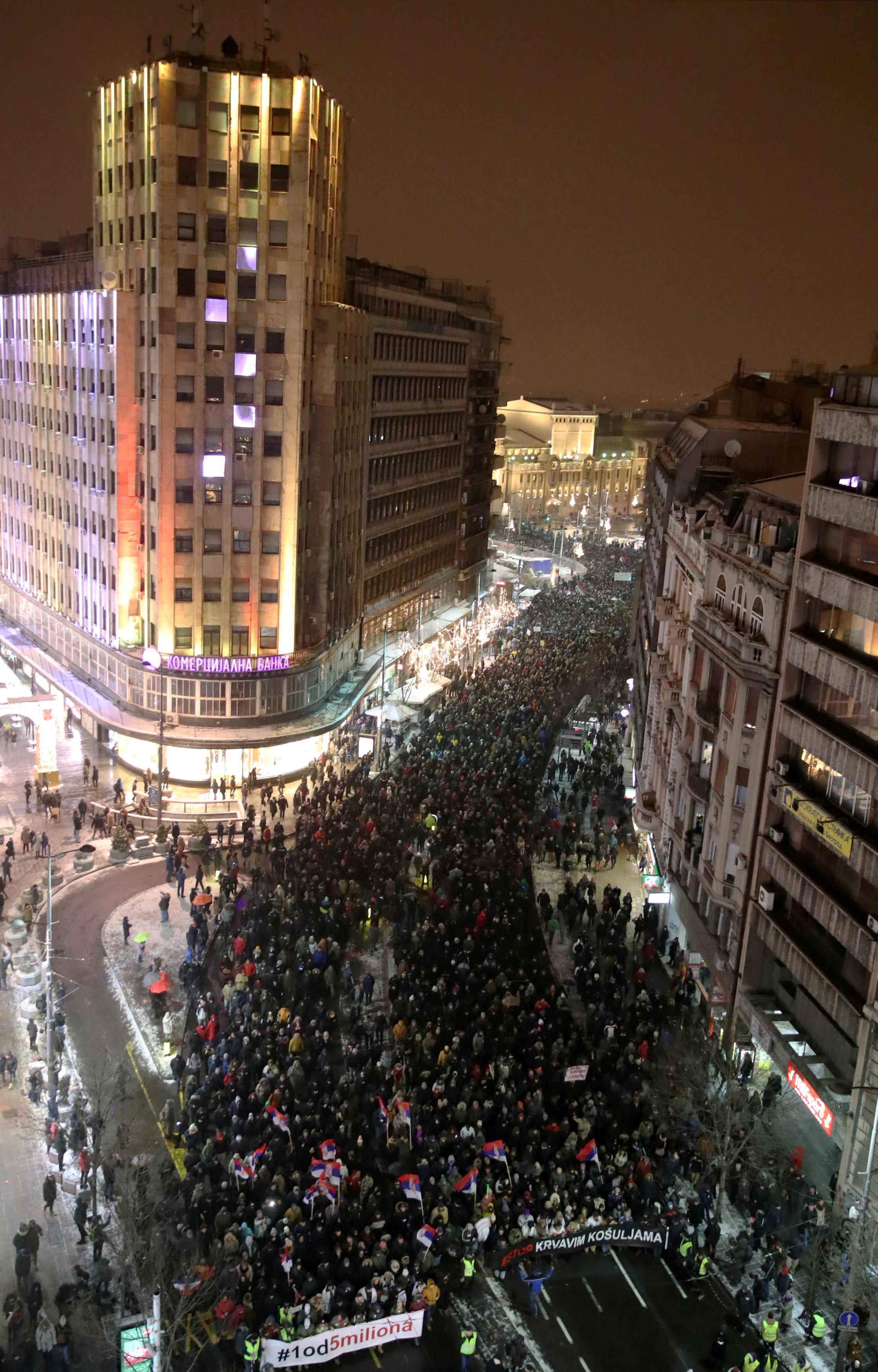 مظاهرات حاشدة فى شوارع بلجراد (4)