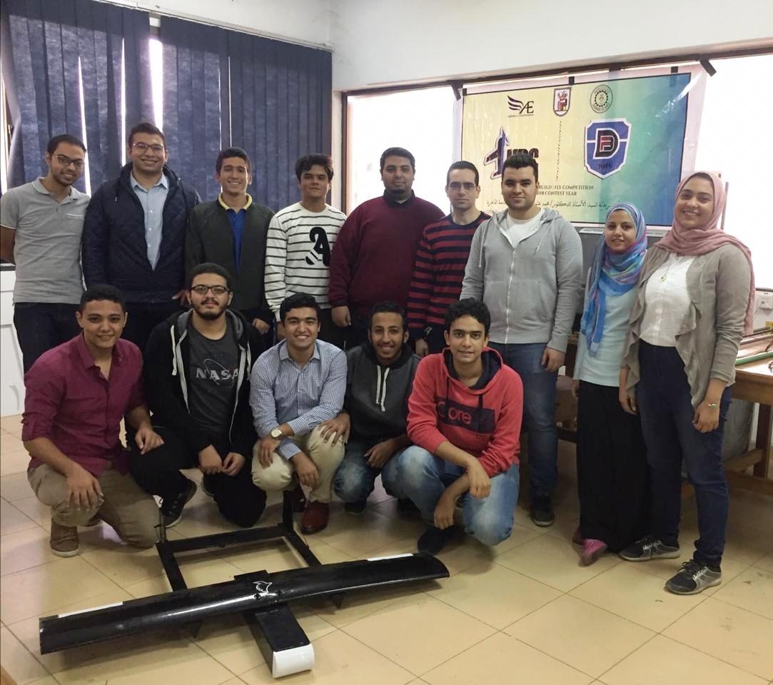 طلاب هندسة القاهرة فريق قسم الطيران والفضاء  (1)