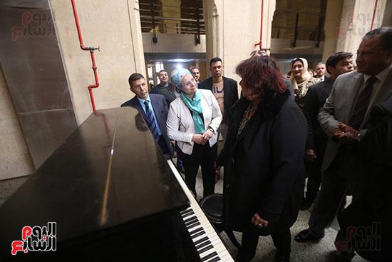 وزيرة الثقافة تتفقد مبنى دار الكتب والعرض المتحفى بصحبة قيادات الوزارة  (17)