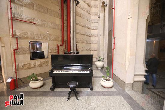 وزيرة الثقافة تتفقد مبنى دار الكتب والعرض المتحفى بصحبة قيادات الوزارة  (4)