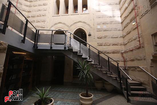 وزيرة الثقافة تتفقد مبنى دار الكتب والعرض المتحفى بصحبة قيادات الوزارة  (9)