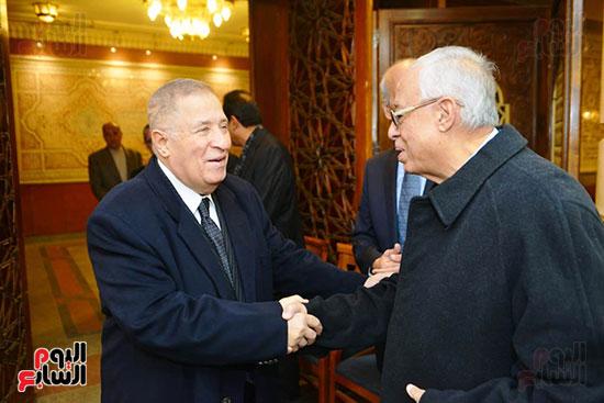 نجل الرئيس السادات يستقبل عزاء شقيقه فى مسجد الرحمن الرحيم (12)