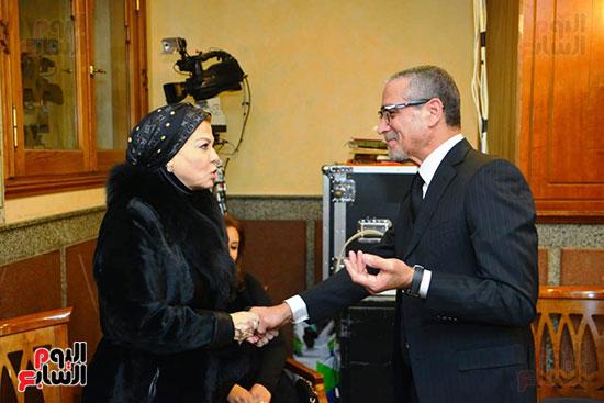 نجل الرئيس السادات يستقبل عزاء شقيقه فى مسجد الرحمن الرحيم (6)