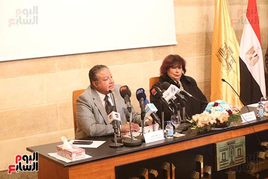 وزيرة الثقافة تتفقد مبنى دار الكتب والعرض المتحفى بصحبة قيادات الوزارة  (26)