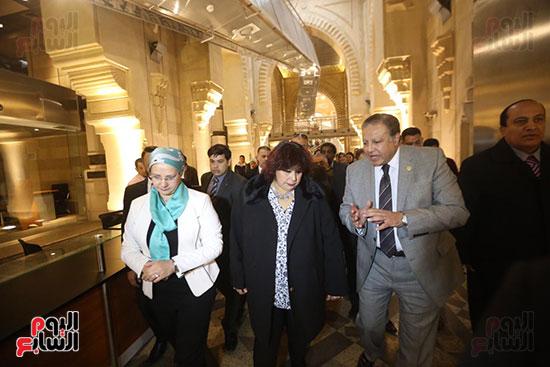 وزيرة الثقافة تتفقد مبنى دار الكتب والعرض المتحفى بصحبة قيادات الوزارة  (19)
