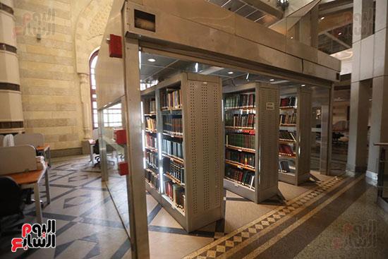 وزيرة الثقافة تتفقد مبنى دار الكتب والعرض المتحفى بصحبة قيادات الوزارة  (3)