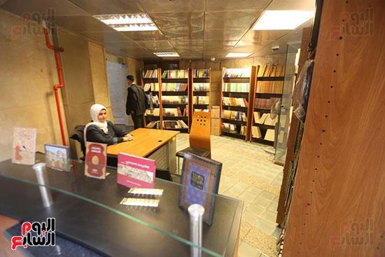 وزيرة الثقافة تتفقد مبنى دار الكتب والعرض المتحفى بصحبة قيادات الوزارة  (8)